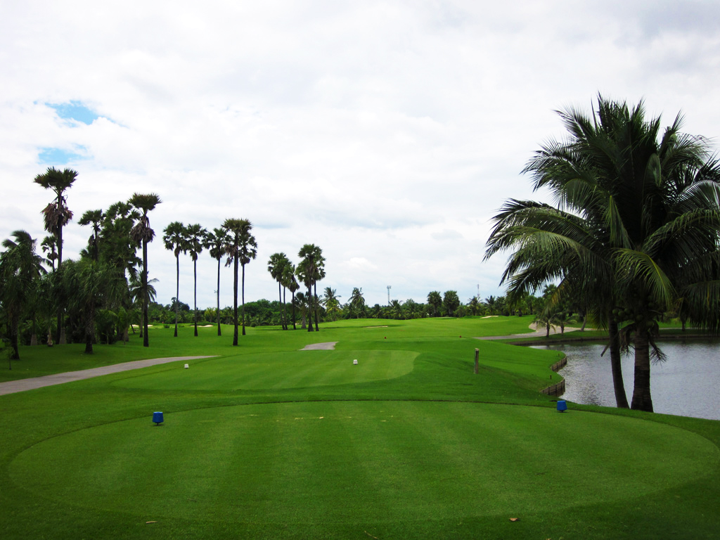 Suwan Golf & Country Club